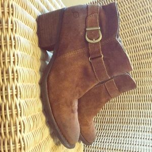 Born Ankle Boots size 9 brown suede